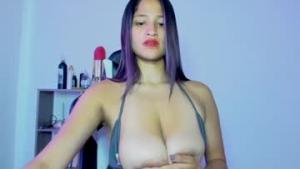 Voir le liveshow de  Bella_pocahontas3 de Chaturbate - 21 ans - Bogota D.C., Colombia
