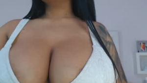 You are watching the live cam of Carolinalovehot from Chaturbate - 21 years old - Colombia