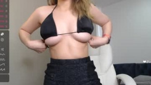 You are watching the live cam of Linda_blue from Chaturbate - 19 years old - EEUU