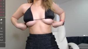 Viel Spaß mit deinem live Sexchat  Linda_blue  von  Chaturbate - 19  Jahre alt  - EEUU