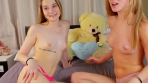You are watching the live Chaturbate teen cam of Sallysarry from Chaturbate - 18 years old - Wonderland